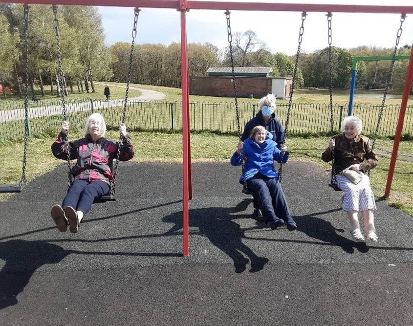 Kingfisher Residents Visit Berry Hill Park